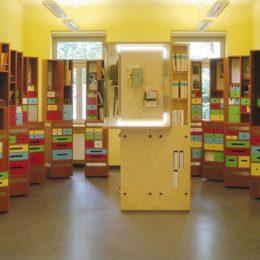 Erich Kästner Museum, Dresden by Ruairí O'Brien, micromuseum, Baukastenelemente mit Büchern und bunten Schubladen