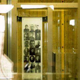 Dauerausstellung in Gedenkstätte Ehrenhain, Zeithain by Ruairí O'Brien, Bilder von Kriegsgefangenen in Glaskasten