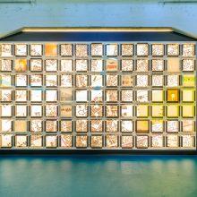 Slaughterhous Five in der Messehalle 1 in Dresden. Gesamtansicht der multimedialen Lichtskulptur.