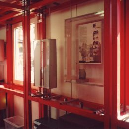 Eine Detailansicht des Museumscontainers im Landesamt Archäologie Sachsen.