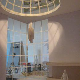 Leuchtendesign für einen Palast in Abu Dhabi, Skizze in weiß einer Lampe