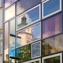 Hologrammfassade in Jena bei Tageslicht