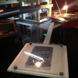 Literaturausstellung Robot, Ausschnitt des Ausstellungsstücks mit Plexiglas