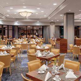 Bankettbereich Hotel Westin Bellevue Dresden Speisesaal mit gedeckten Tischen