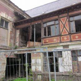 Ausschnitt des Deutschen Hauses in Tharandt im Rahmen einer Zustandsdokumentation. Außenansicht.