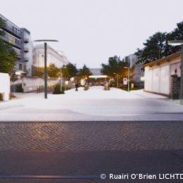 Studie zur Beleuchtung der Hauptallee am Universitätsklinikum Dresden. Anfang der Hauptallee bei Tageslicht.