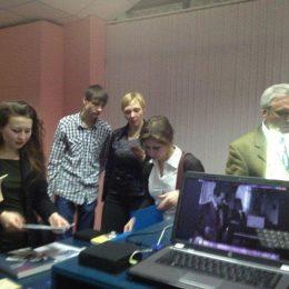 Besucher auf der TME in Omsk.
