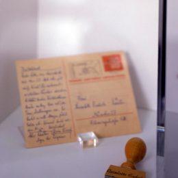 Postkarte für di elUise+Lotte Ausstellung im Erich Kästner Museum Dresden