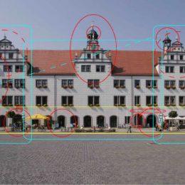 Rathaus Torgau am Tag mit Einzeichnung von Beleuchtungsschwerpunkten entlang der Fassade