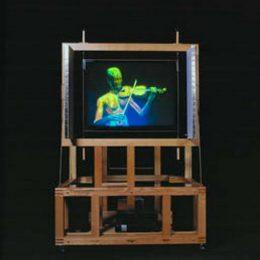 Virtueller Mensch geigt in der Hologram Machine im Deutschen Hygiene Museum