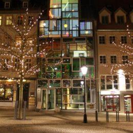Die Hologrammfassade in jena zur Weihnachtszeit.